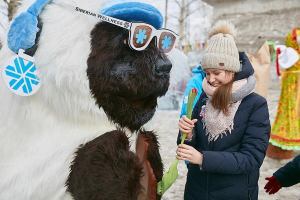 ЮниМишка Siberian Wellness поздравил девушек с Международным женским днем
